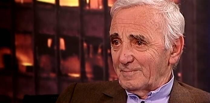 Cantor Charles Aznavour morreu aos 94 anos, no dia 01 de outubro, na França, por edema pulmonar. Foto: Divulgação