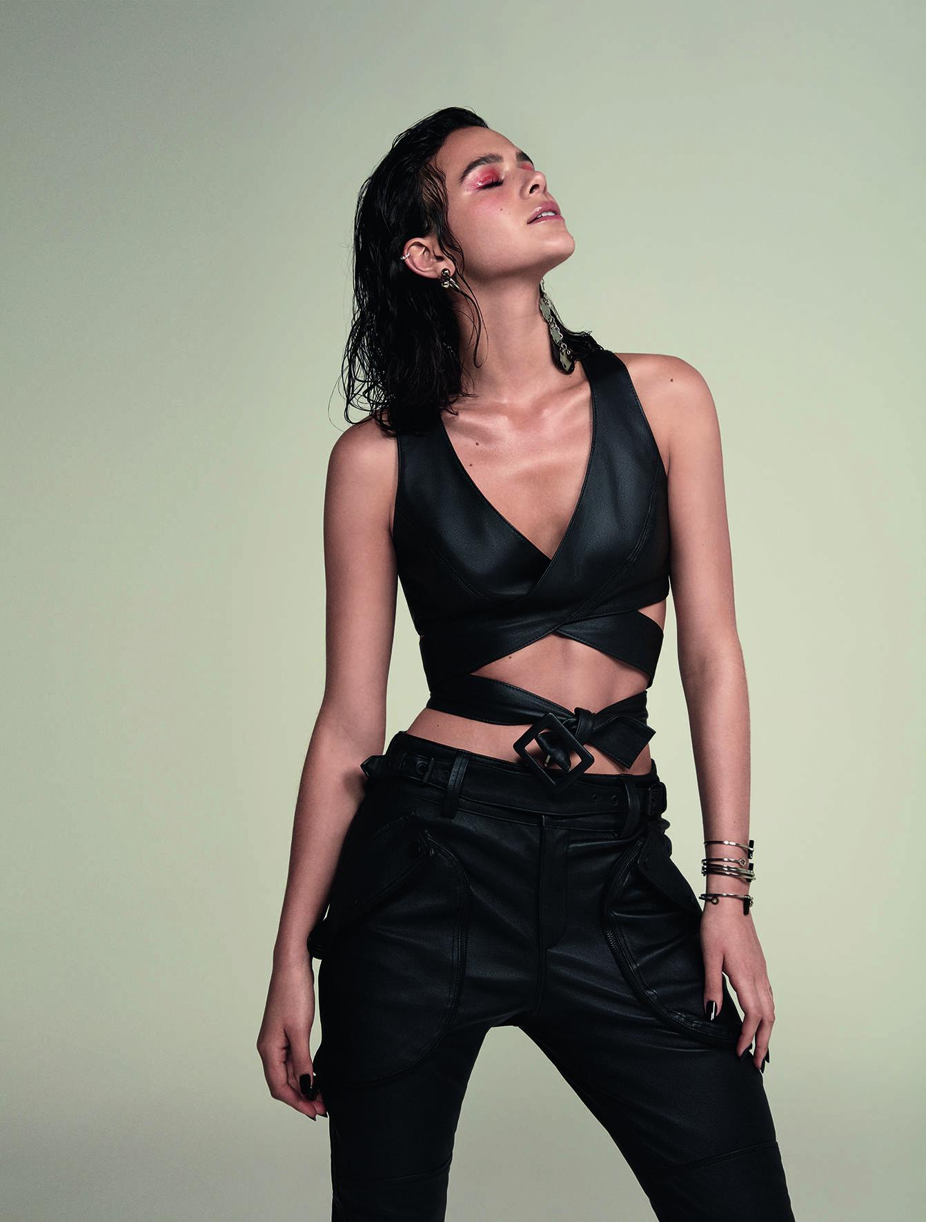 """Bruna Marquezine estrela capa da revista """"Glamour"""" de fevereiro. Foto: Cassia Tabatini"""