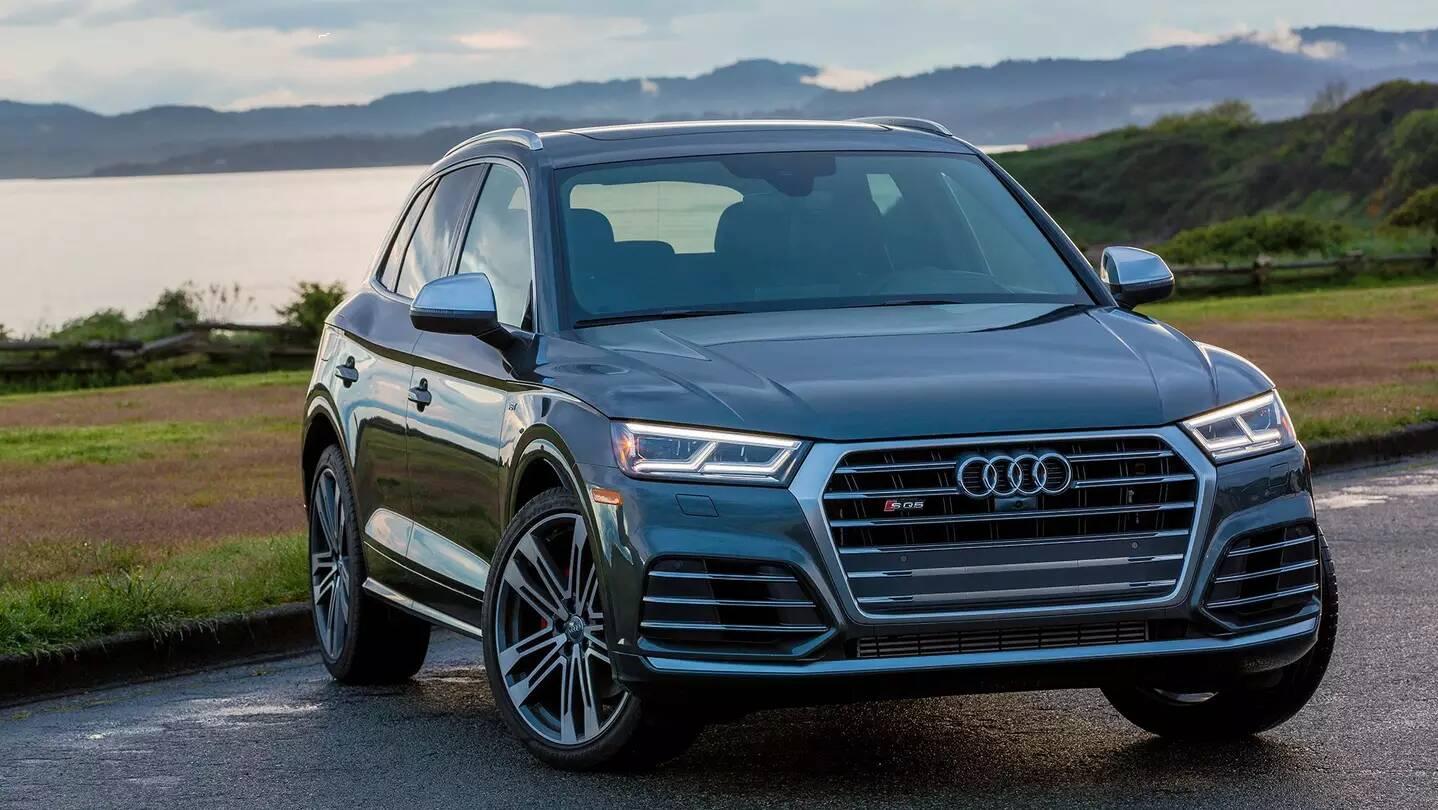 O esportivo, assim como os modelos de topo da Audi, conta com faróis em LED Matrix. Foto: Divulgação