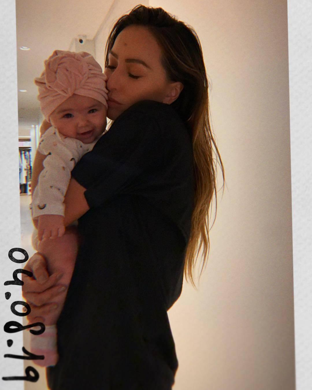 Sabrina Sato adere ao uso de turbantes nos looks de Zoe. Foto: Reprodução/ Instagram