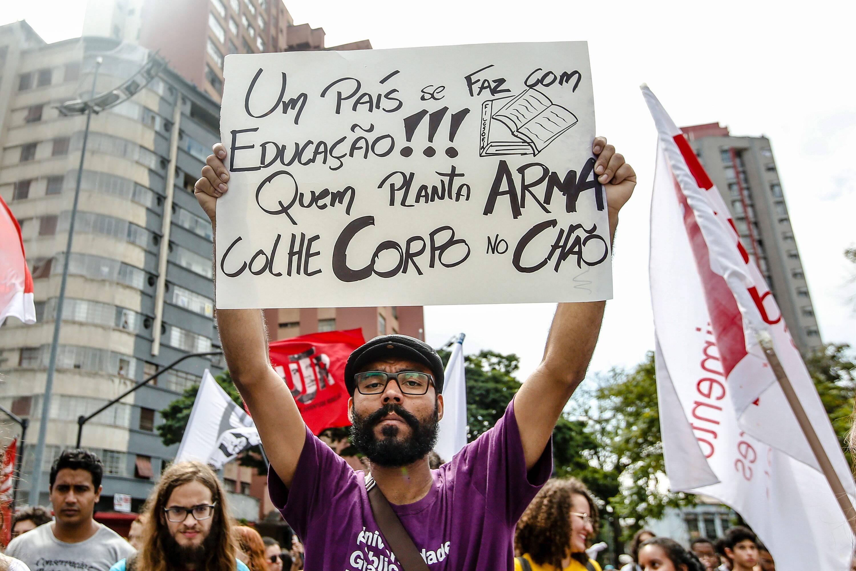 Protesto contra cortes na Educação em Belo Horizonte. Foto: Cristiane Mattos/ O Tempo/ Agência O Globo