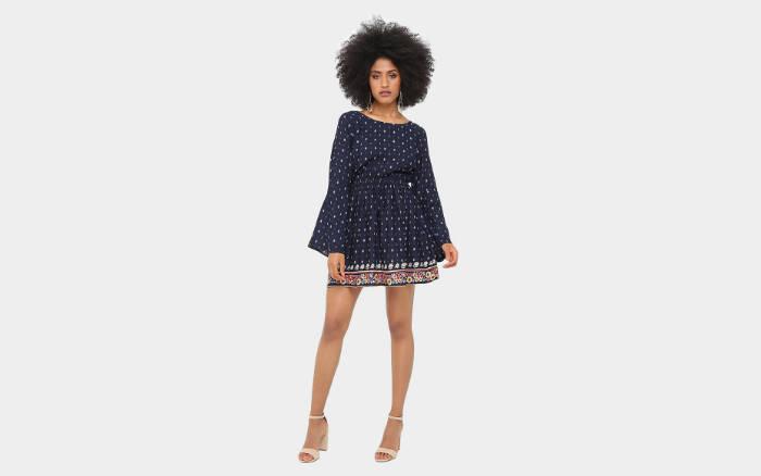 Vestido Lily Fashion Evasê Curto Maga Sino Estampado com 53% de desconto por R$69,90. Foto: Divulgação