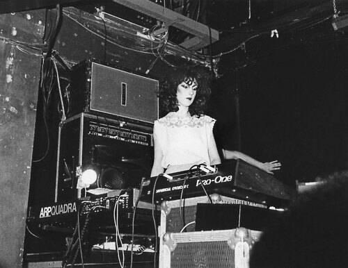Gillian Gilbert fez história como tecladista do New Order. Foto: Reprodução