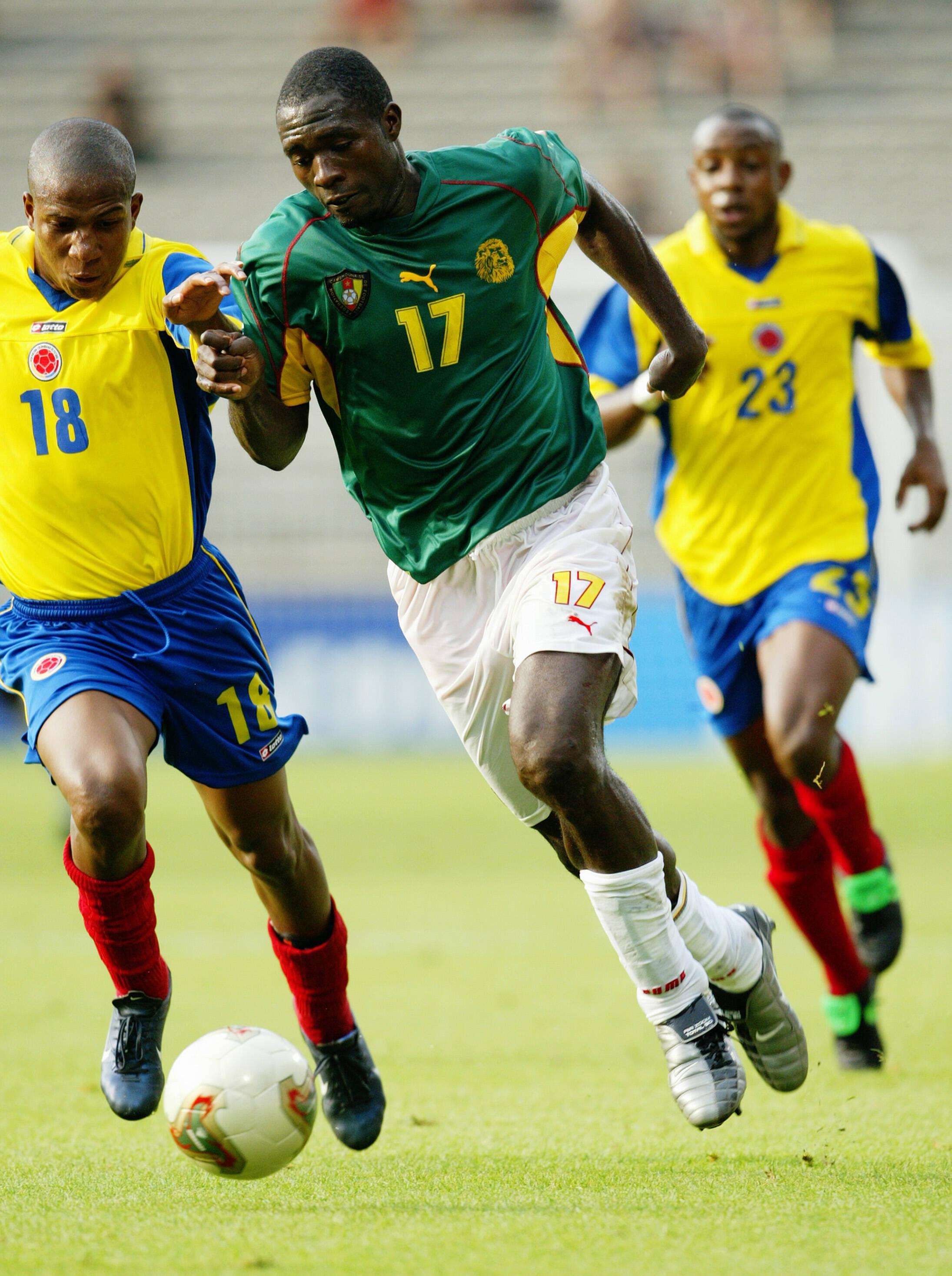 O camaronês Marc Vivien Foe, de 28 anos, sofreu um infarto e morreu na partida contra a Colômbia, em 2003, pela Copa das Confederações. Ele defendia o Manchester City. Foto: Getty Images
