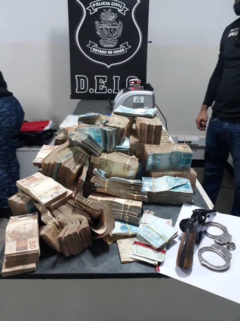 Itens apreendidos em esconderijo do médium João de Deus. Foto: Divulgação/Polícia Civil de Goiás