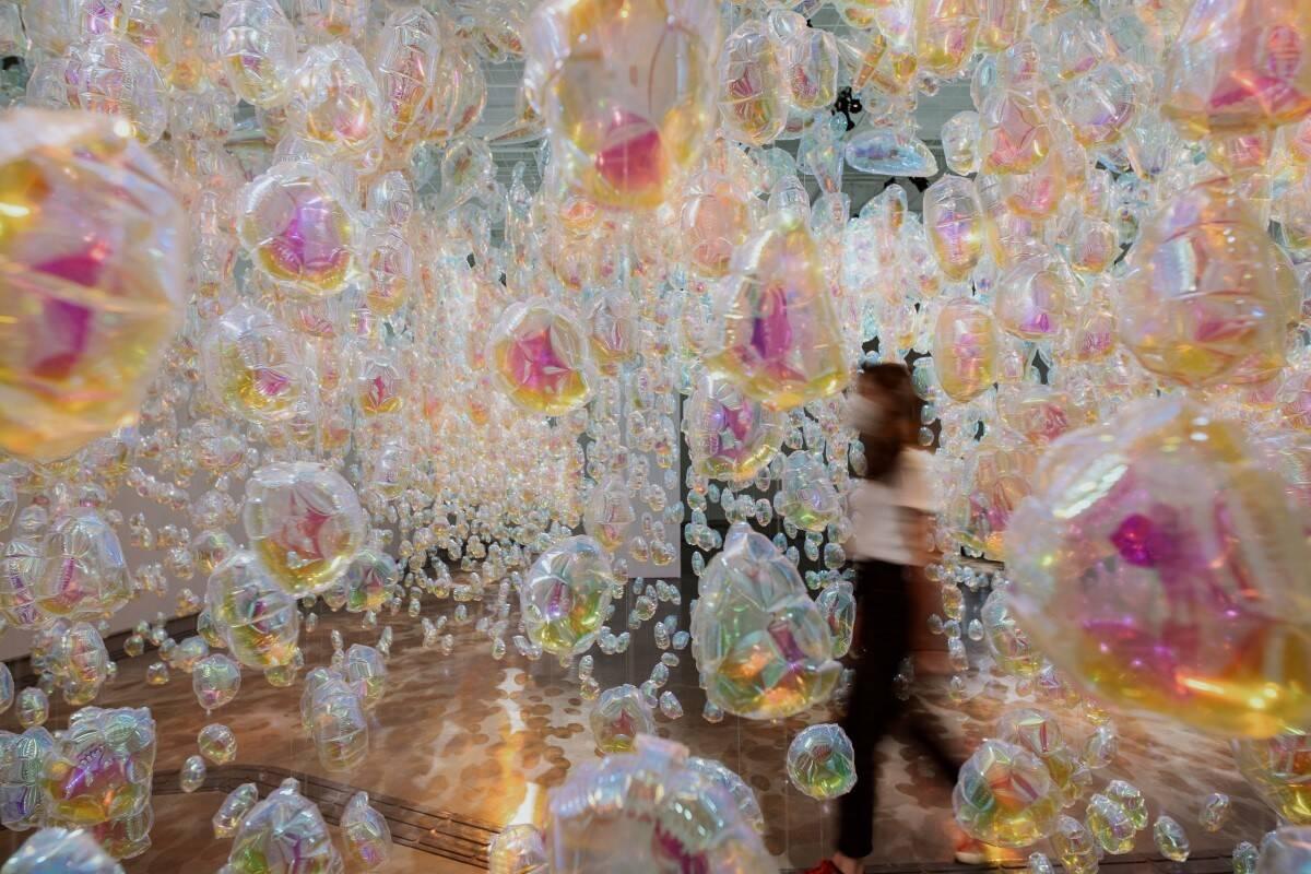 A instalação de Daisy Balloon sugere o percurso do ciclo da água. Foto: Marina Melchers/Divulgação
