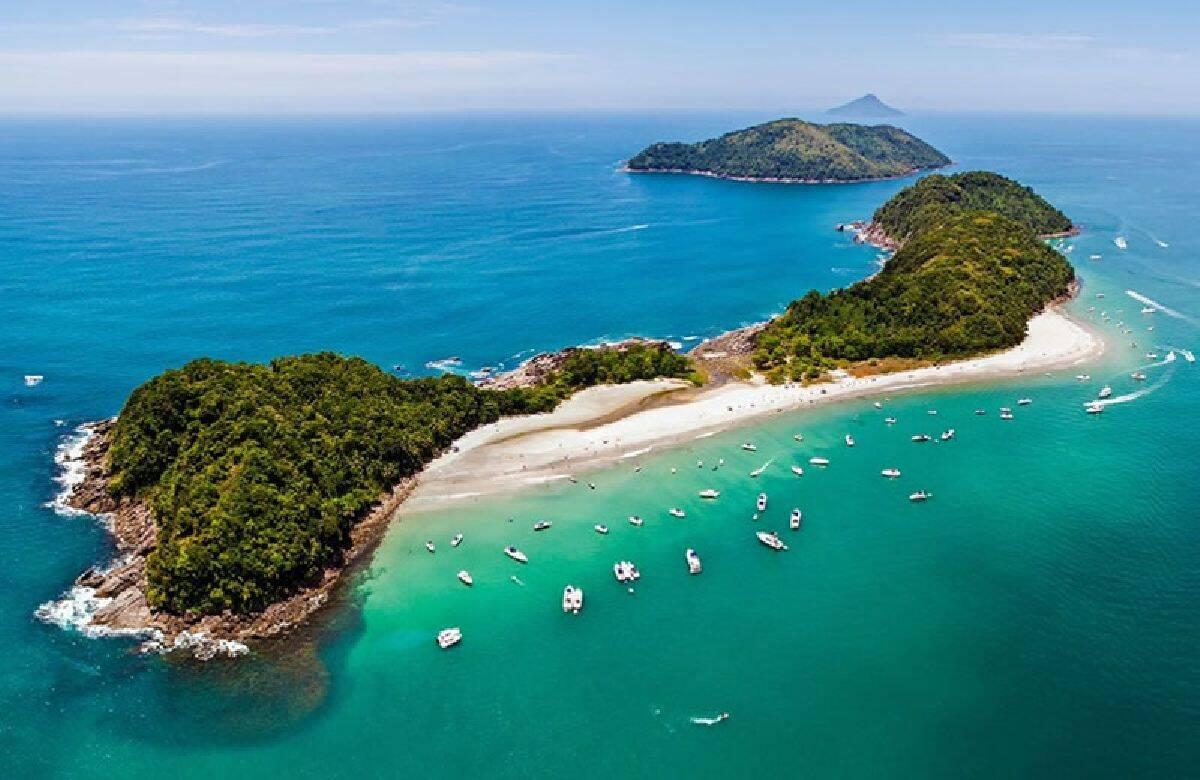 Localizada na Barra do Sahy, a região d'As Ilhas reúne três ilhas na mesma faixa de areia. Foto: Reprodução/Guia do Turismo Brasil