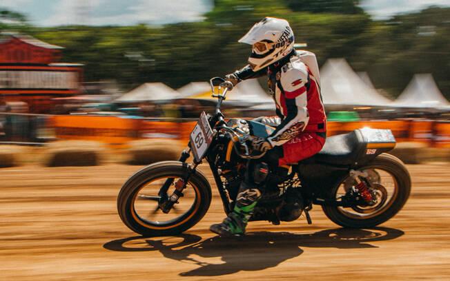 Uma Harley moderna em plena ação. Foto: Divulgação e Gabriel Marazzi