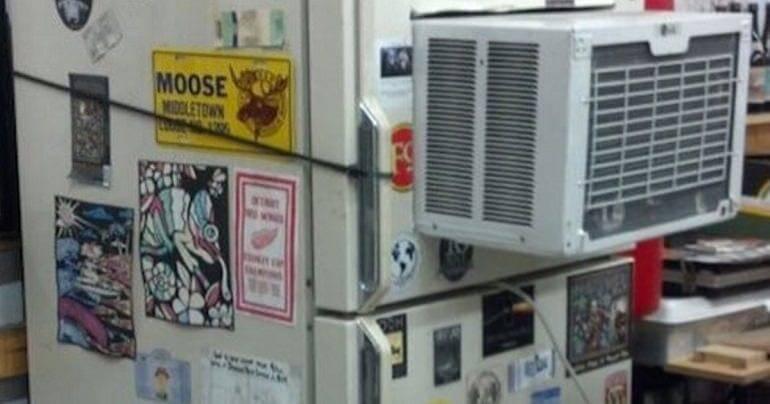 Refrigerador quebrou? Porque mandar para o conserto se você acoplar um ar condicionado ao aparelho? É, provavelmente isso não deu certo.... Foto: Reprodução/Internet