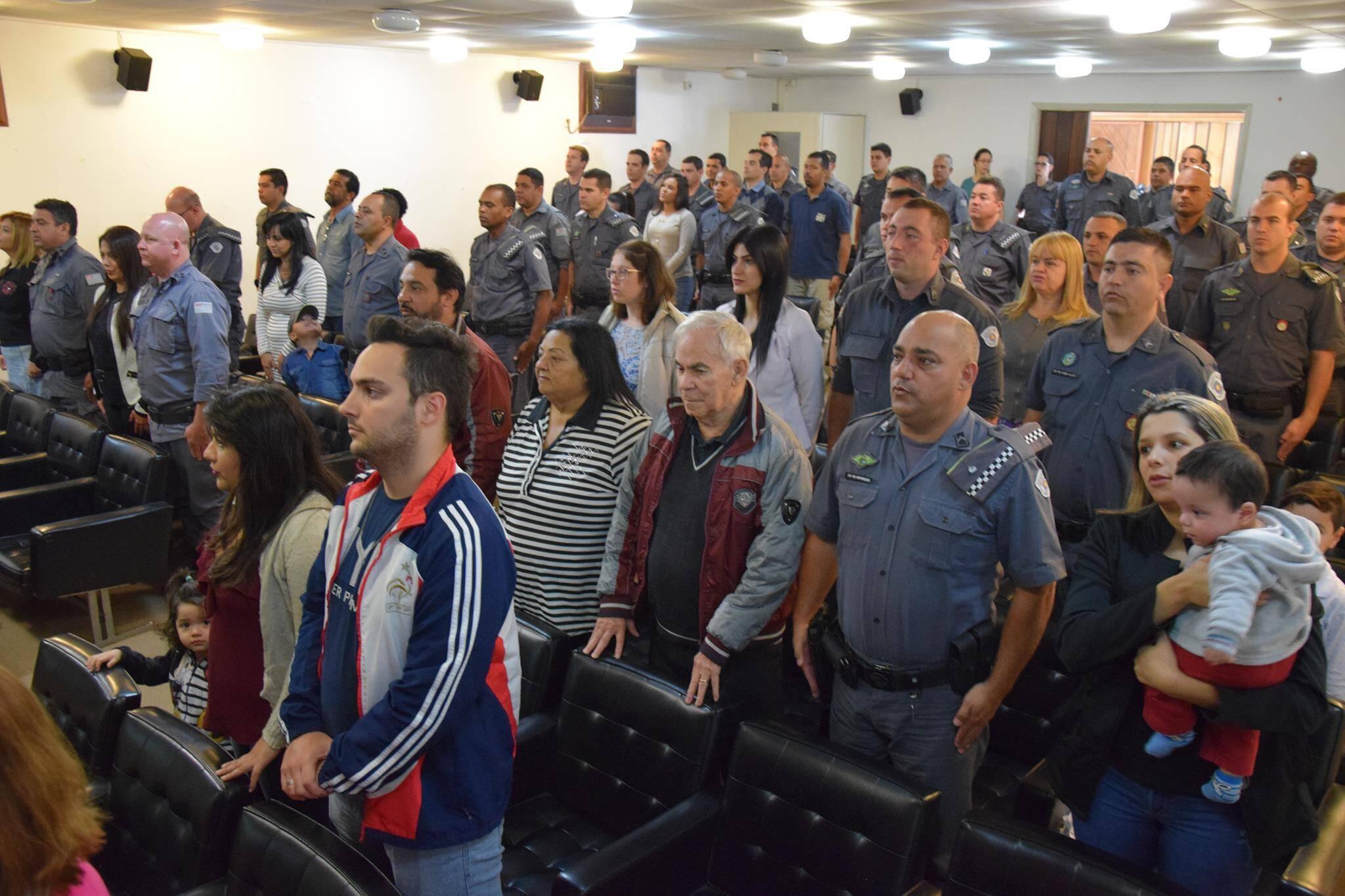 Policiais e jornalistas recebem homenagem da Policia Militar Ambiental. Foto: Divulgação/Polícia Militar Ambiental