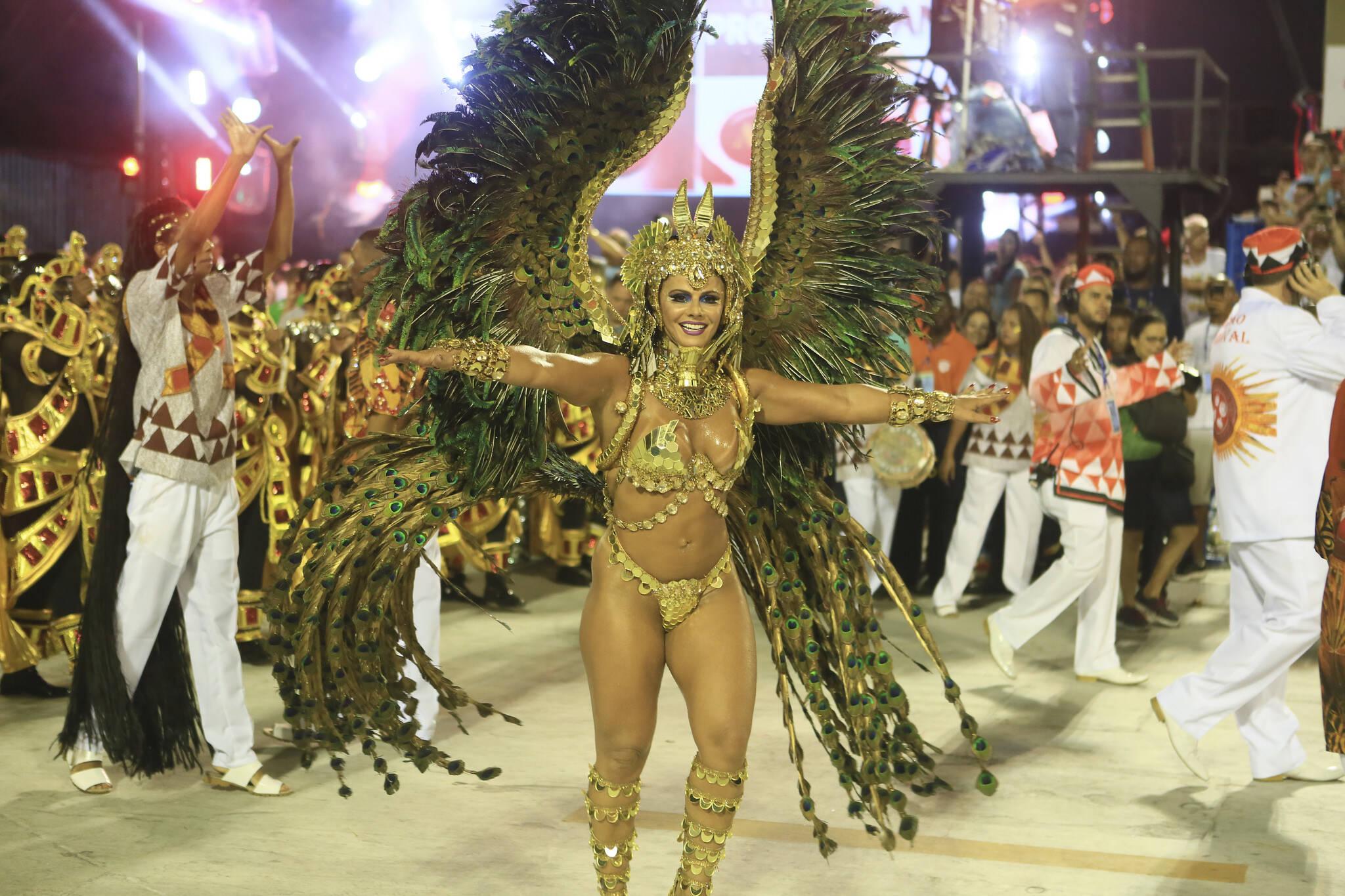 A atriz Viviane Araújo durante o desfile da Salgueiro nesta segunda-feira (12). Foto: Riotur/divulgação
