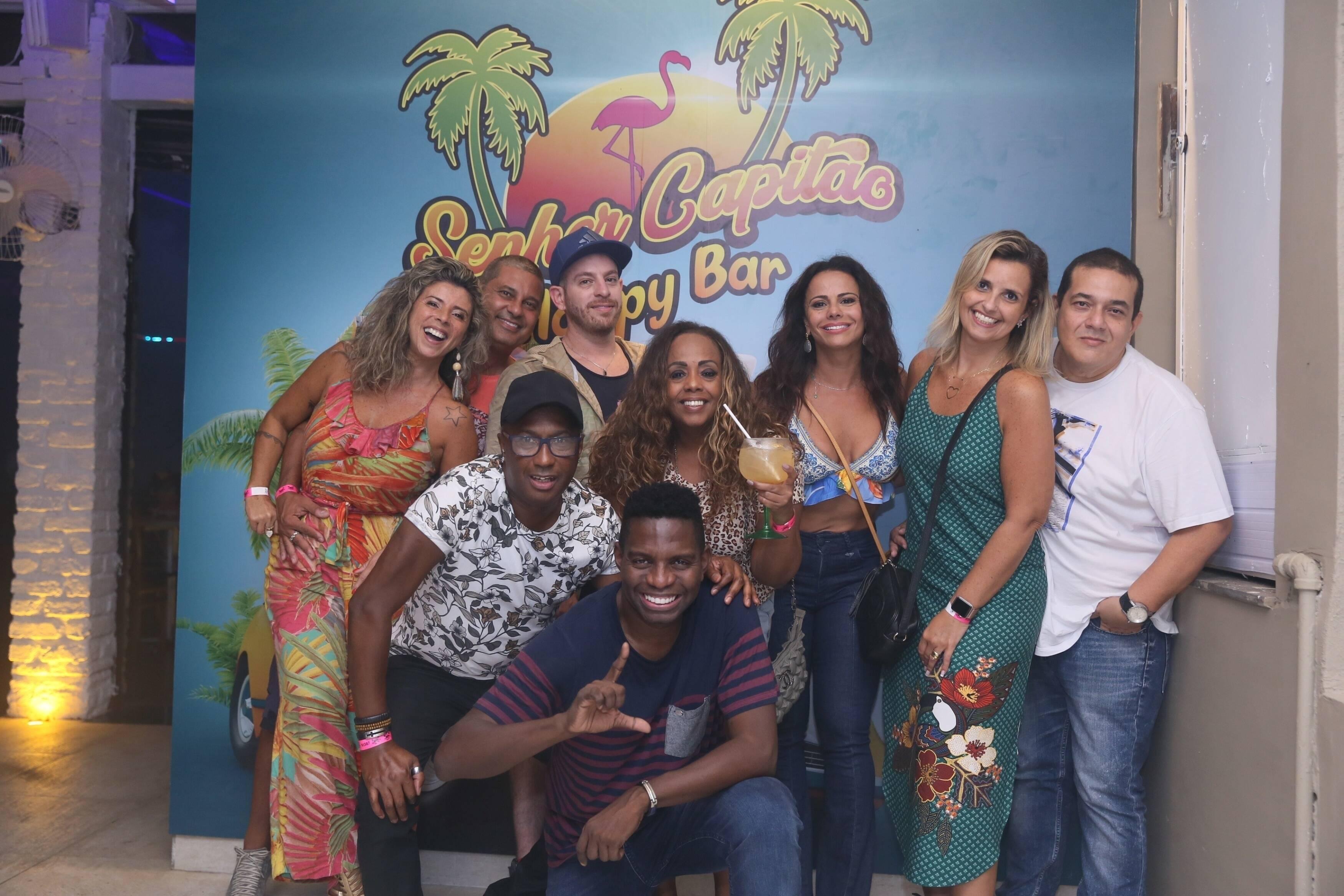Após briga com Gracyanne Barbosa, Viviane Araújo curte noite de eletrônica com namorada de Monique Evans. Foto: Xico Silva / Agnews