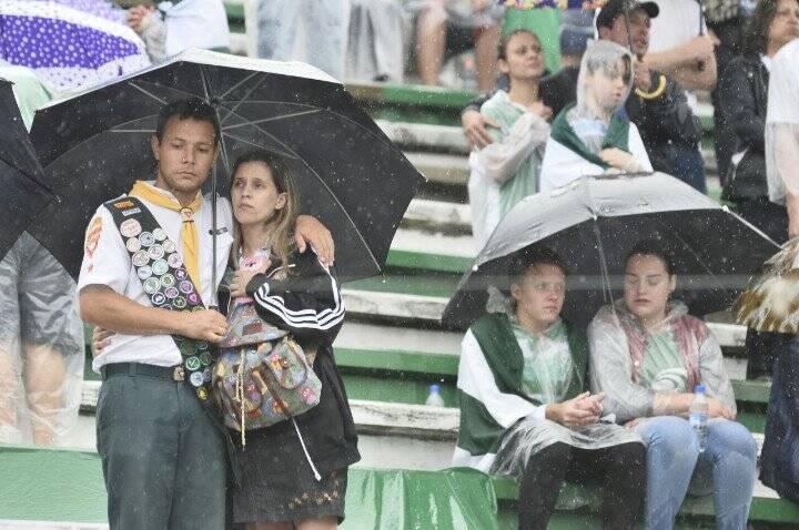 Mais torcedores nas arquibancadas. Foto: Superesportes/Reprodução