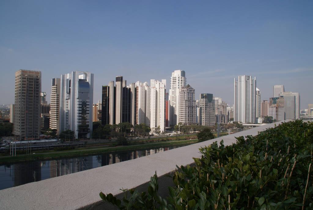 O Shopping Cidade Jardim também traz uma vista incrível de São Paulo, direto da Marginal Pinheiros. Foto: Reprodução/Flickr/Cássia Afini