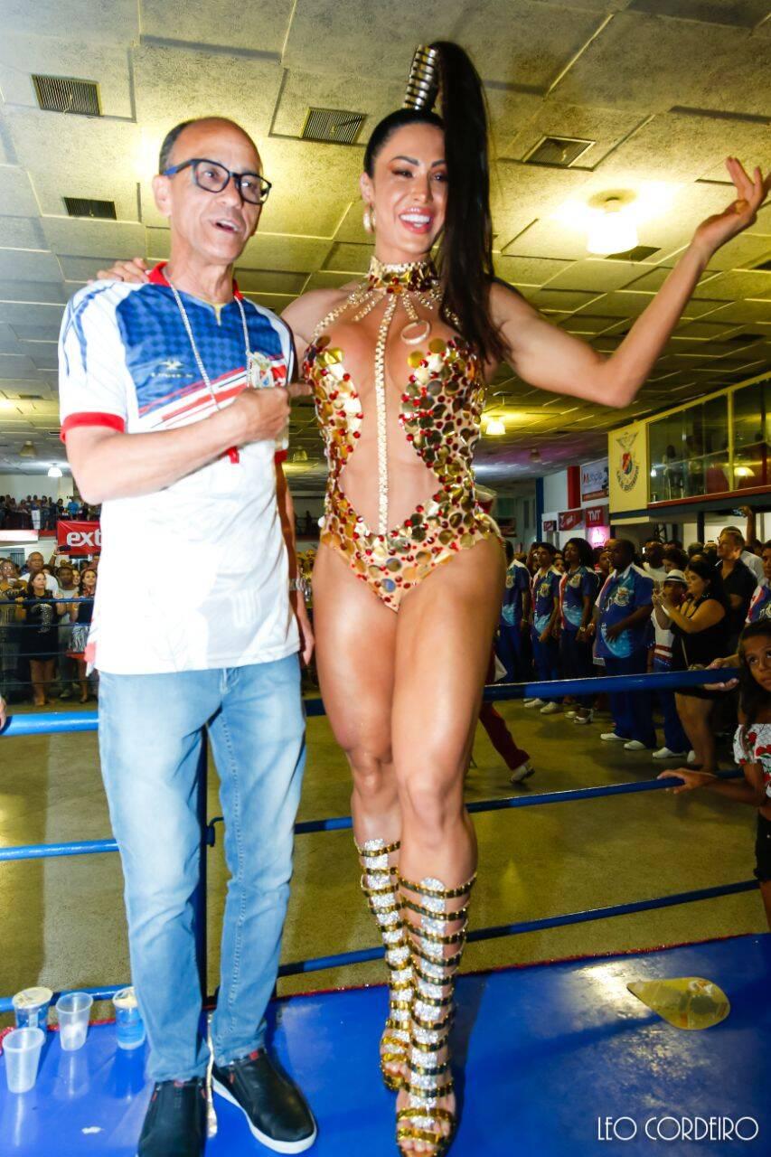 Gracyanne Barbosa em ensaio da União da Ilha. Foto: Léo Cordeiro