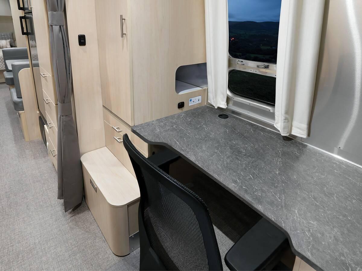 Airstream Flying Cloud 30FB Office Floor Plan. Foto: Divulgação