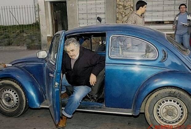 José Pepe Mujica usa um velho Fusca Azul para se transportar. Foto: Reprodução de Internet