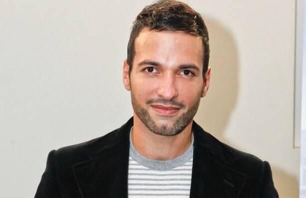 """""""O beijo foi bonito e muito emocionante"""", diz Haaz Sleiman, que fará marido de Phastos. Foto: Reprodução"""