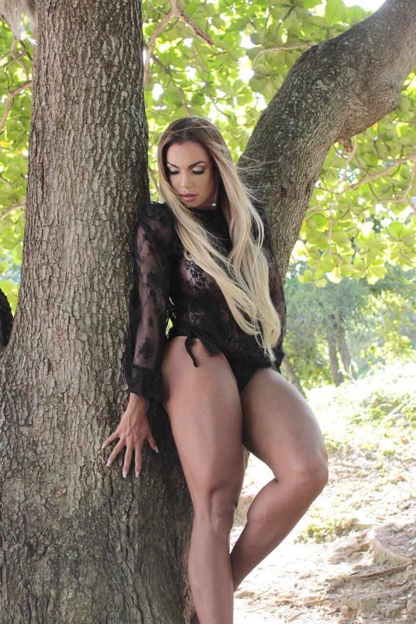 Wanessa Angell em ensaio sensual. Foto: Victor Catinin Fotografia