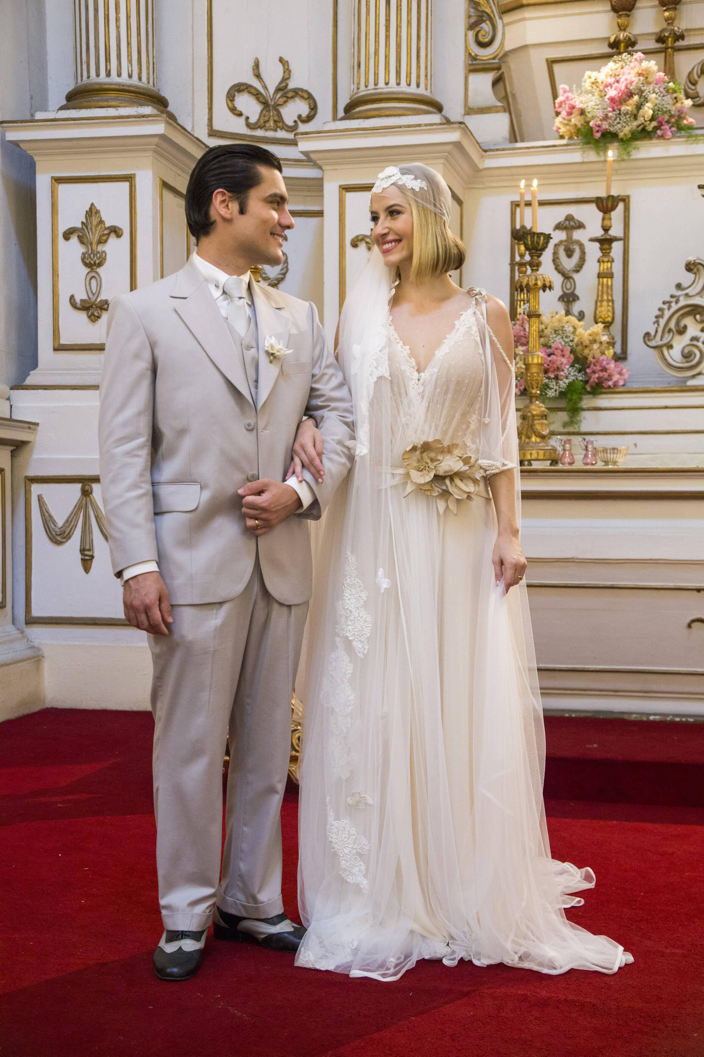 """Celina (Barbara França) e Artur (Guilherme Leicam) se casam na novela """"Tempo de Amar"""". Foto: Divulgação/TV Globo"""