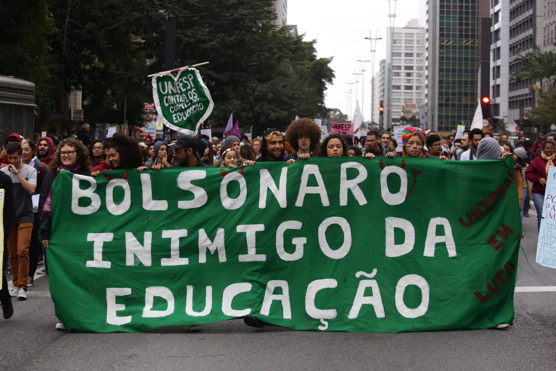 Manifestantes na avenida Paulista, em São Paulo. Foto: Fábio Vieira / FotoRua / Agência O Globo