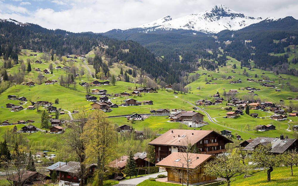 Paisagem rural da cidade de Interlaken, na Suíça. Foto: Tranmautritam/Pexels