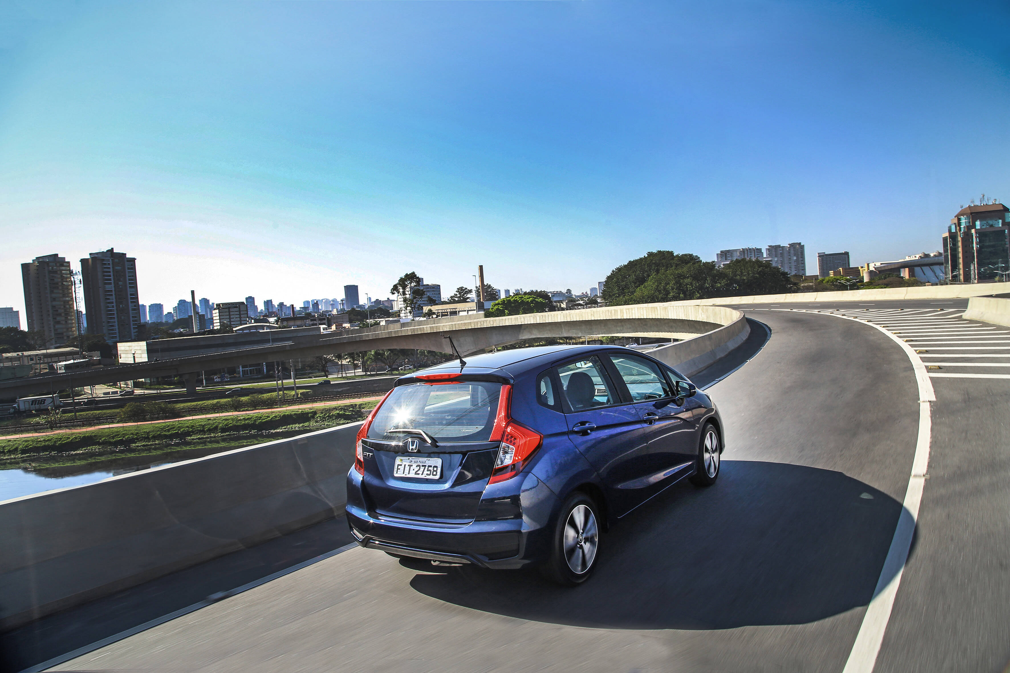 Honda Fit 2018: o novo para-choque traseiro deixou o carro 8 cm mais comprido. A Honda diz que a medida não influencia no comportamento dinâmico.. Foto: Divulgação