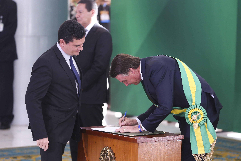 Jair Bolsonaro assinou diplomação de Sérgio Moro, seu ministro da Justiça e Segurança Pública. Foto: Valter Campanato/Agência Brasil - 1.1.19