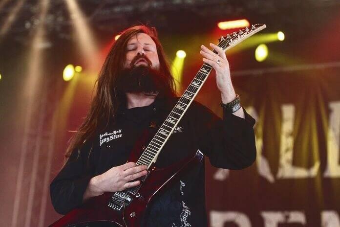 Cofundador e guitarrista da banda de metalcore All That Remains, Oli Herbert morreu aos 44 anos, no dia 16 de outubro, nos EUA, por afogamento . Foto: Divulgação