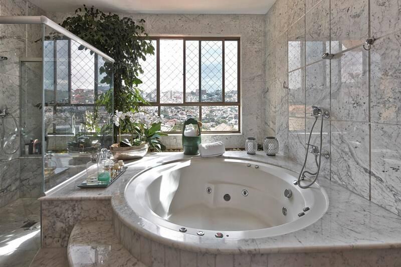 Outra opção de banheira redonda, projeto de Fernanda Andrade. Foto: Fernanda Andrade