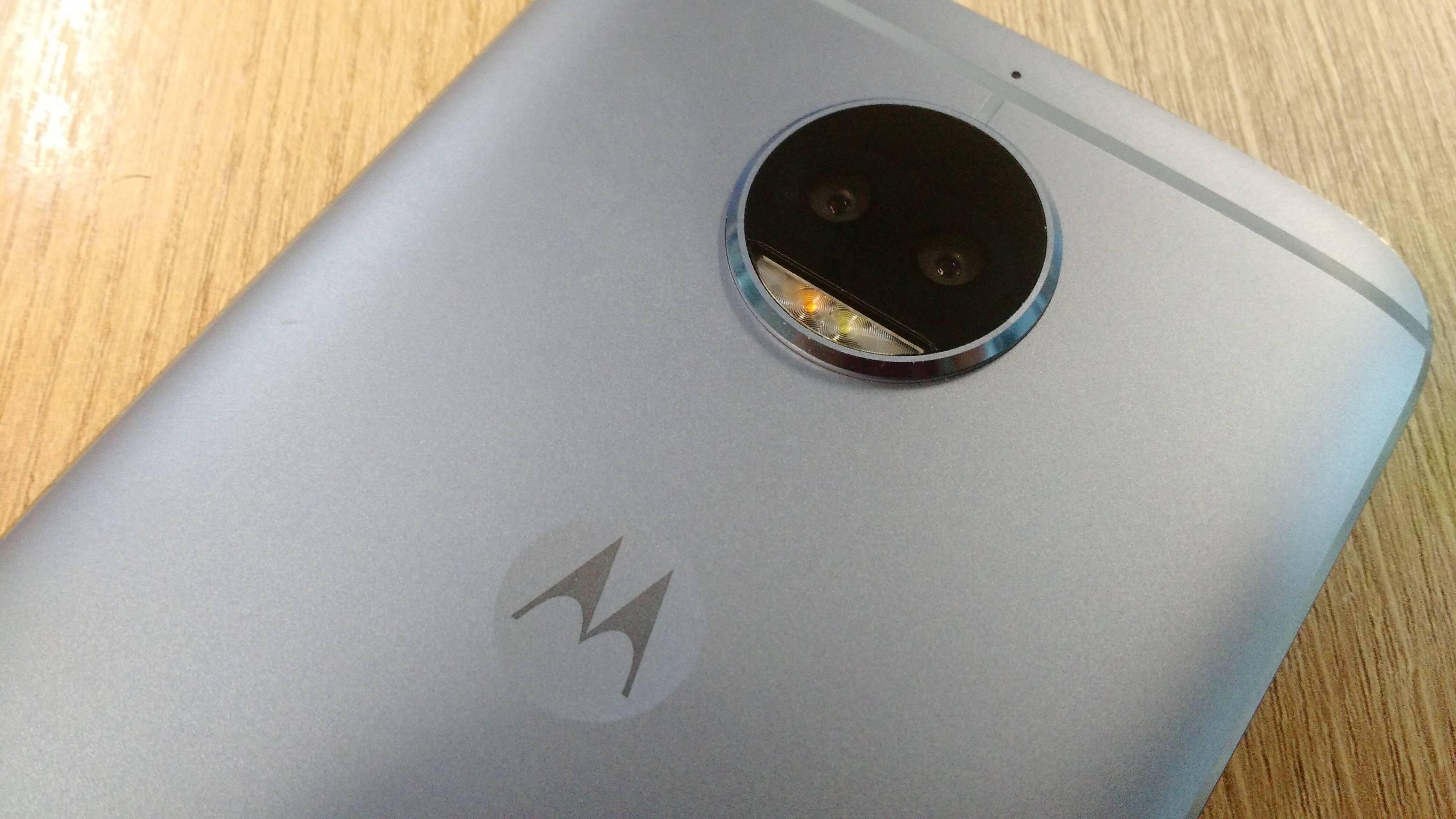 Câmera traseira dupla do Moto G5S Plus tem 13 megapixels com flash dual led. Foto: Victor Hugo Silva/Brasil Econômico