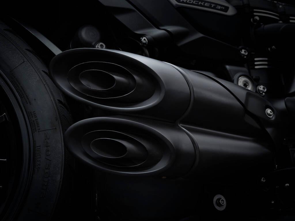Triumph Rocket 3 R Black. Foto: Divulgação