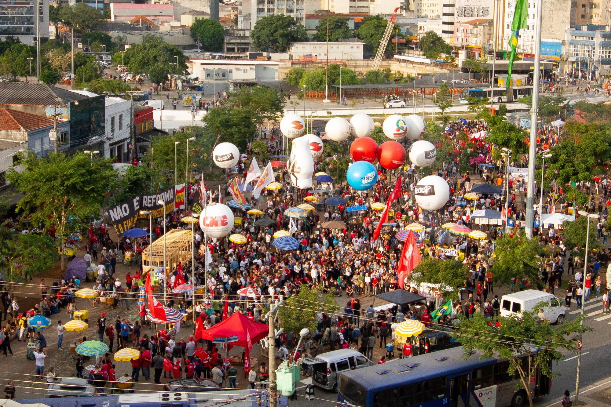 Concentração de manifestantes no Largo da Batata, em São Paulo. Foto: Kevin David/A7 Press/Agencia O Globo - 30.5.19