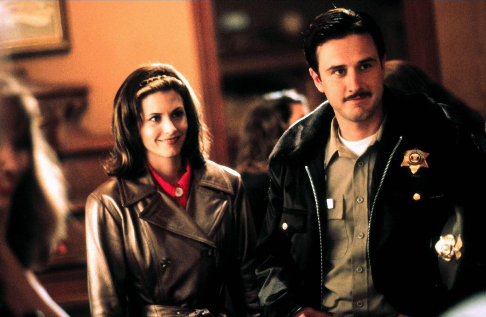 David Arquette fazia par romântico com personagem de Courteney Cox, a jornalista Gale Weathers. Foto: Divulgação