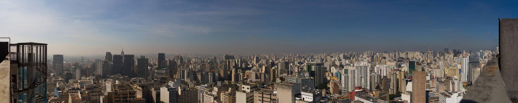 Do topo do Edifício Copan, projetado por Oscar Niemeyer, a vista da cidade de São Paulo é de tirar o fôlego. Foto: Reprodução/Flickr/Hugo Martins