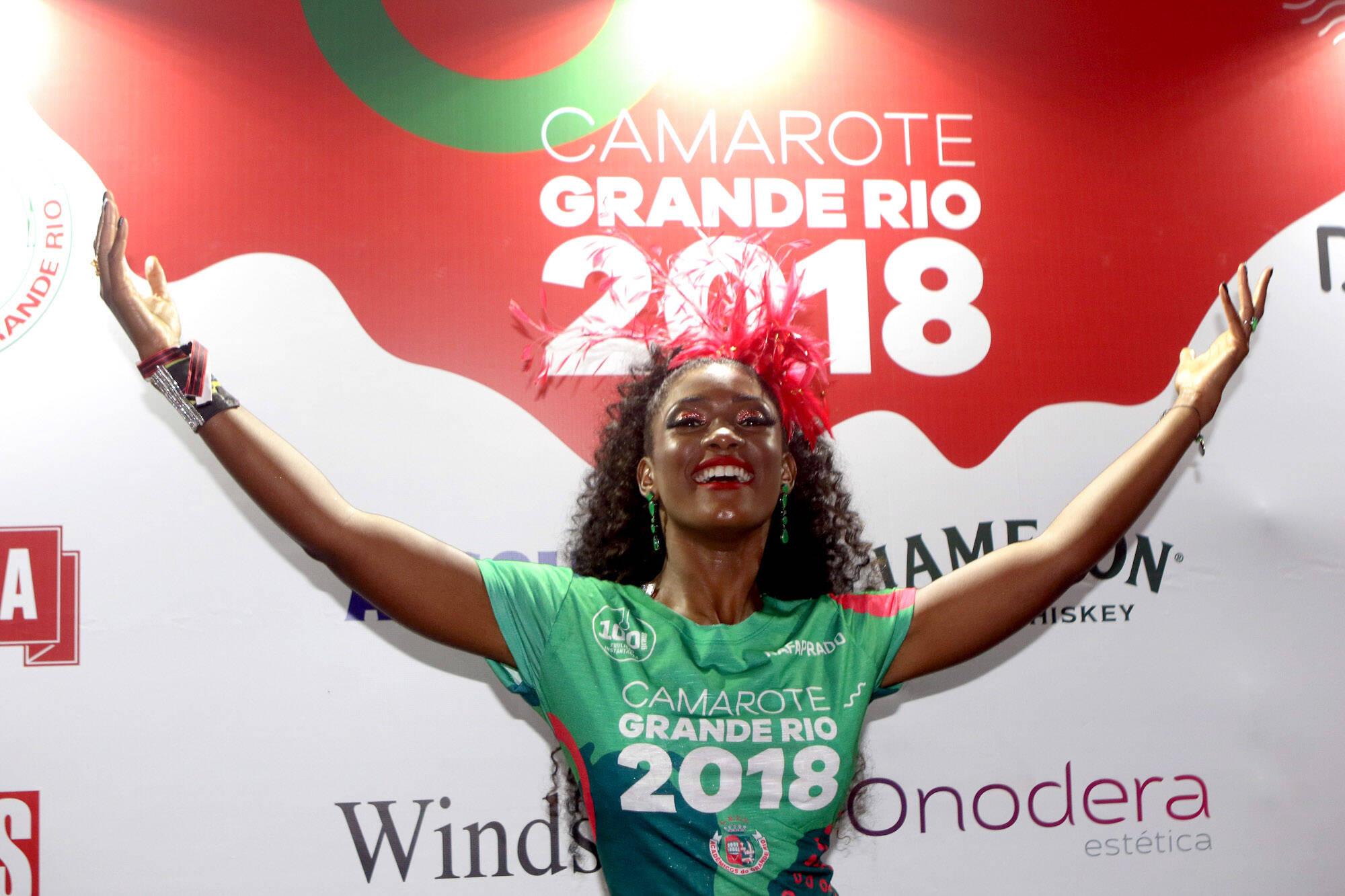 A musa Érika Januza, também passou pelo Camarote Grande Rio que se transformou no Cassino do Chacrinha na noite do último domingo (11). Foto: ENY MIRANDA/DIVULGAÇÃO
