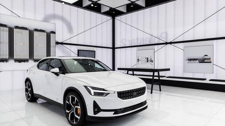 Totalmente elétrico, o Polestar 2 é derivado do Volvo XC40 e vai brigar diretamente com o Tesla Model 3. Foto: Divulgação