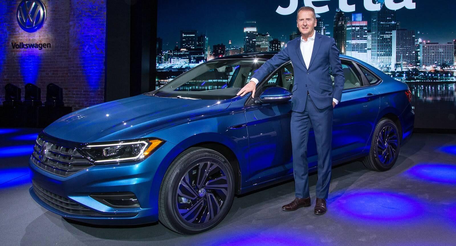 O CEO da VW, Dr. Herbert Diess, apresenta a nova geração do Jetta, no Salão de Detroit. Foto: André Jalonetsky/iG
