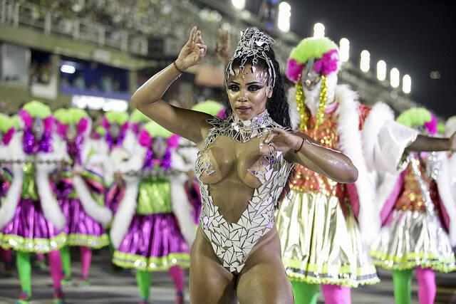 Na madrugada desta segunda-feira (12), Evelyn Bastos arrasa como Rainha de Bateria da Mangueira. Foto: Divulgação / Flickr / Rio Tur