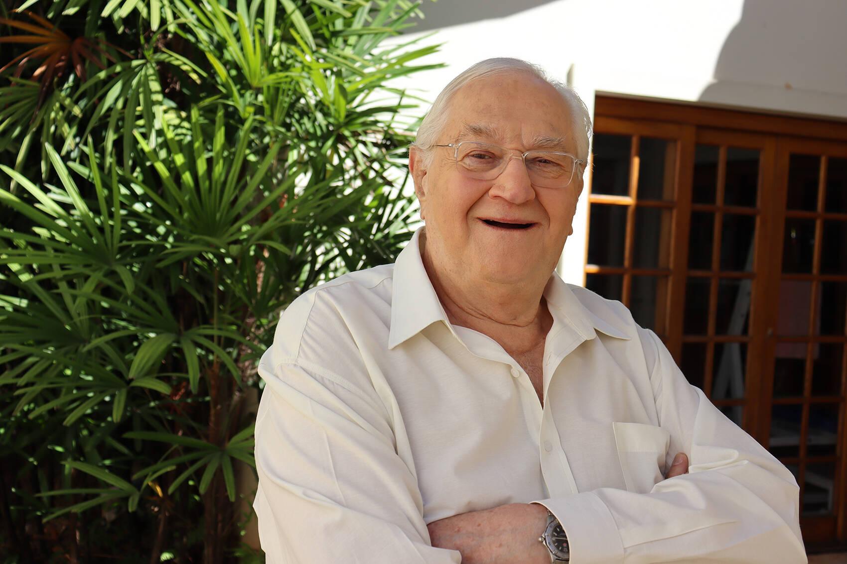 O jornalista iniciou na faculdade de medicina veterinária aos 80 anos de idade. Foto: Divulgação