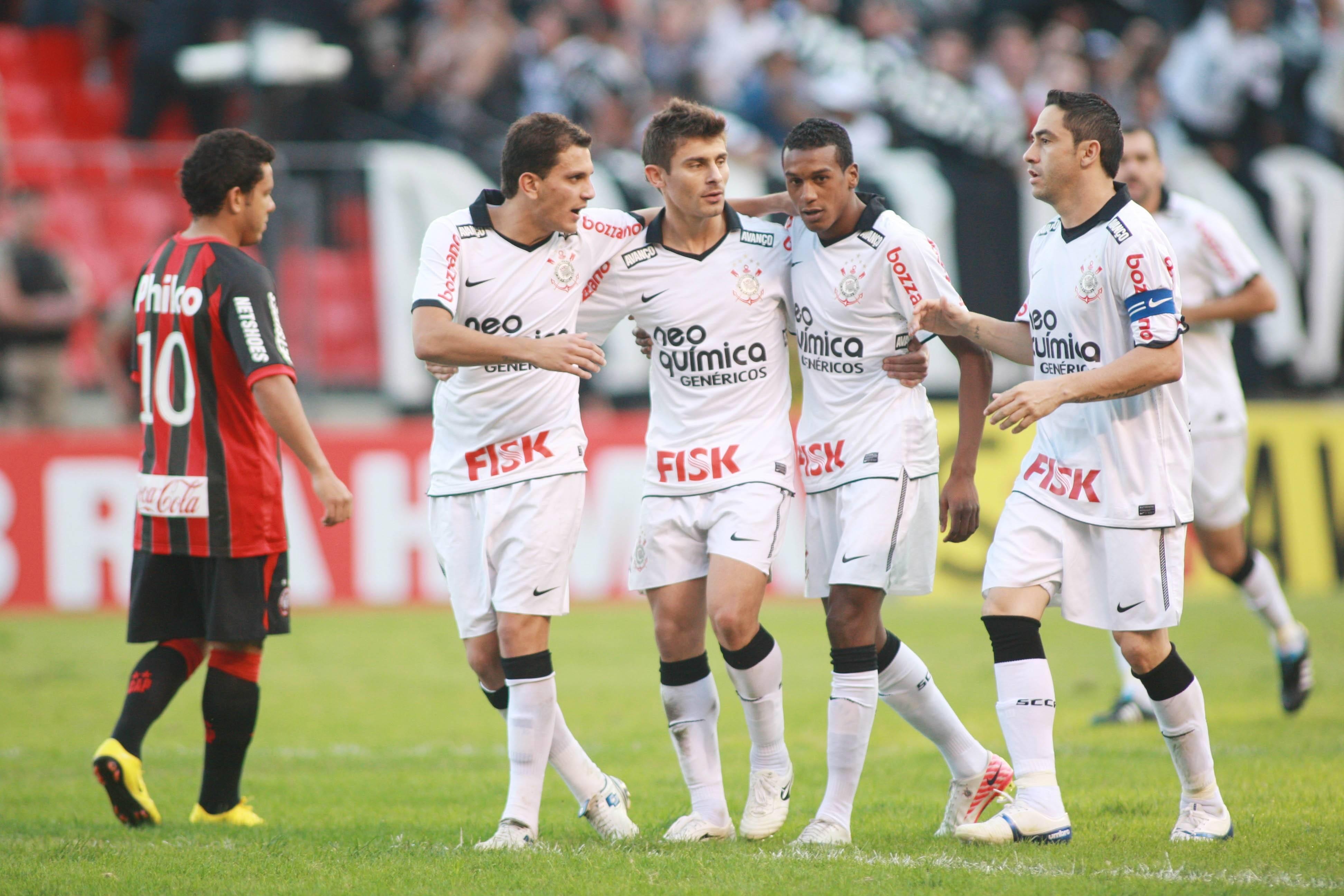 No Brasileirão de 2011, o Corinthians disparou na liderança, com nove vitórias e um empate nos primeiros dez jogos. Foto: Gazeta