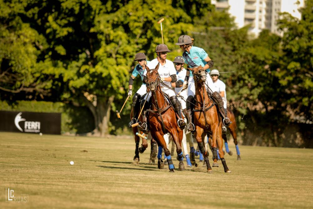 A escola da Hípica Paulista é a única de São Paulo a oferecer aulas para o aprendizado dos emocionantes jogos de polo a cavalo. Foto: Divulgação/Hípica Paulista