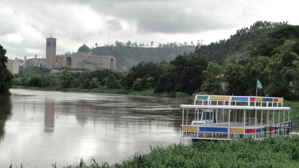 Passeios de barco fazem trajeto pelo Rio Paraíba do Sul, onde a santa foi encontrada. Foto: Reprodução/Rio Santo