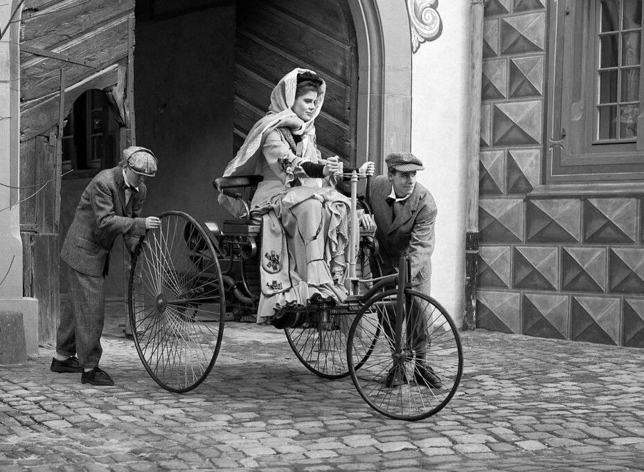 O primeiro carro do mundo: Mercedes-Benz Patent-Motorwagen de 1885. Foto: Divulgação