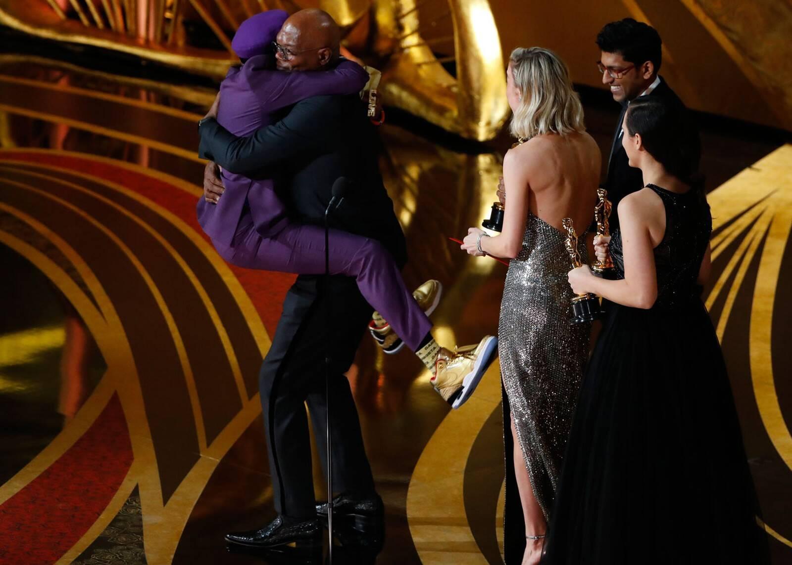 """Spike Lee ganha o Oscar de Roteiro Adaptado por """"Infiltrado na Klan"""" e comemora com Samuel L. Jackson. Foto: reprodução/ABC"""