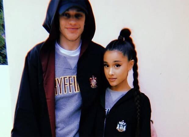 Próximo: Ariana Grande lançou disco em 2018, mas chamou atenção por conta do relacionamento relâmpago com Pete Davidson. Foto: Reprodução