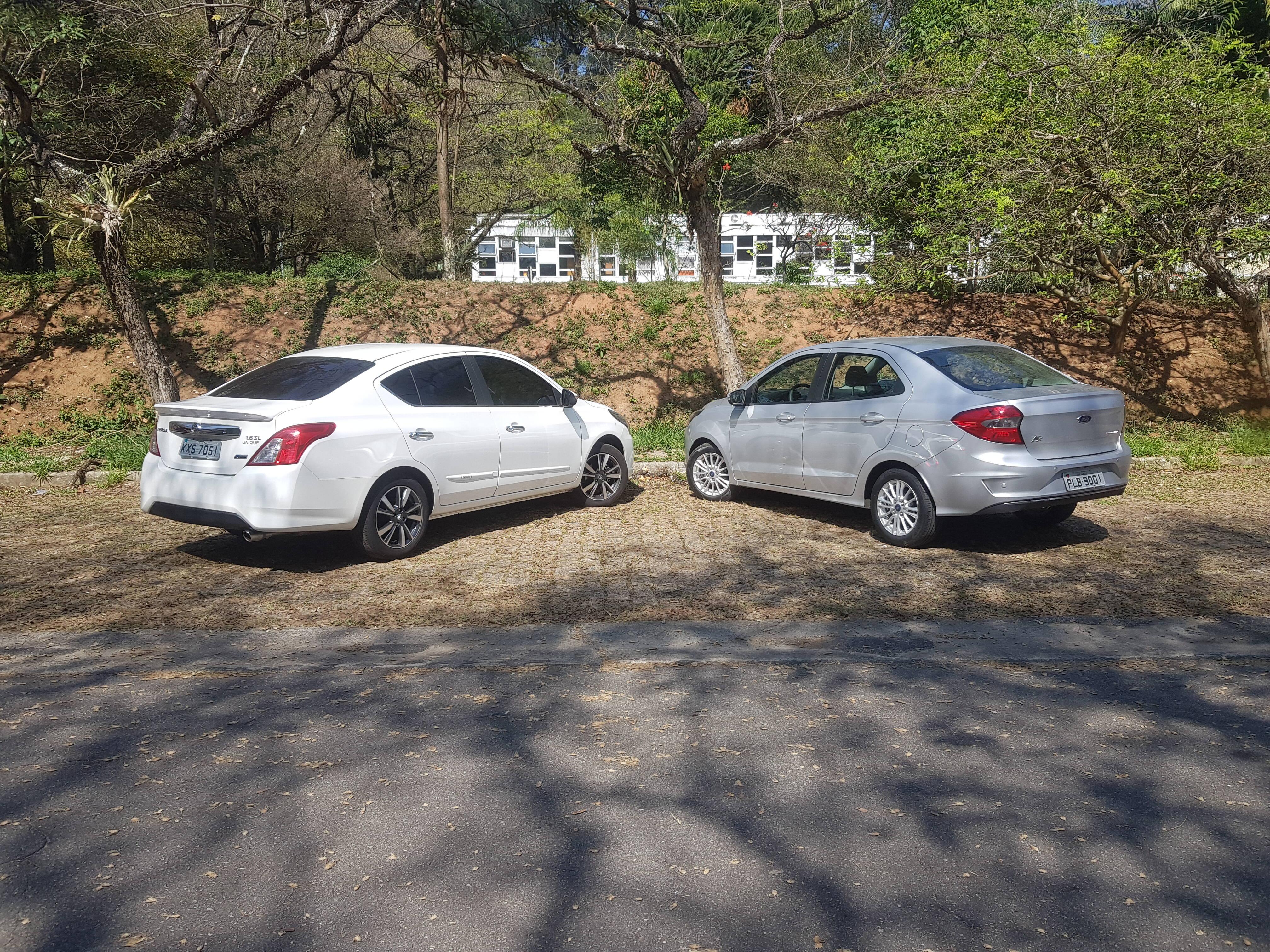 Ford Ka Sedan Titanium e Nissan Versa SL CVT. Foto: Caue Lira/iG