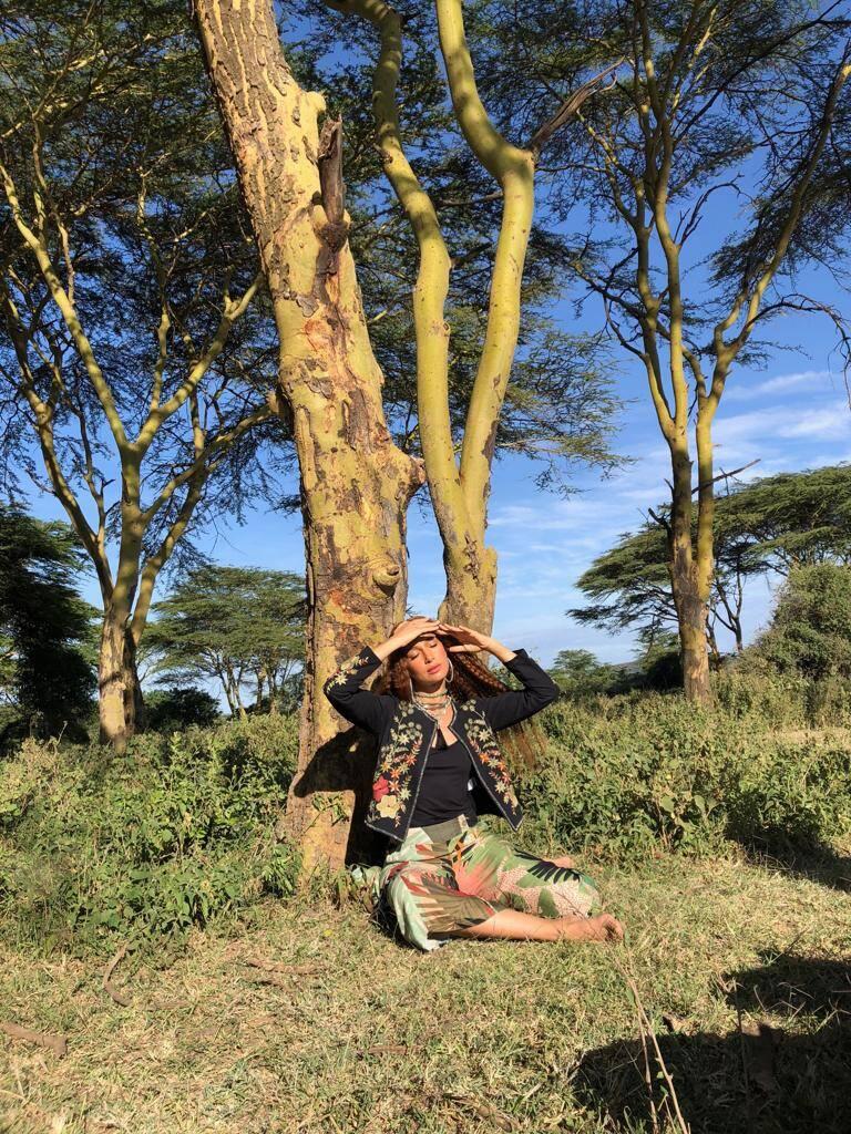 Camila Pitanga posa para marca no Quênia. Foto: Divulgação
