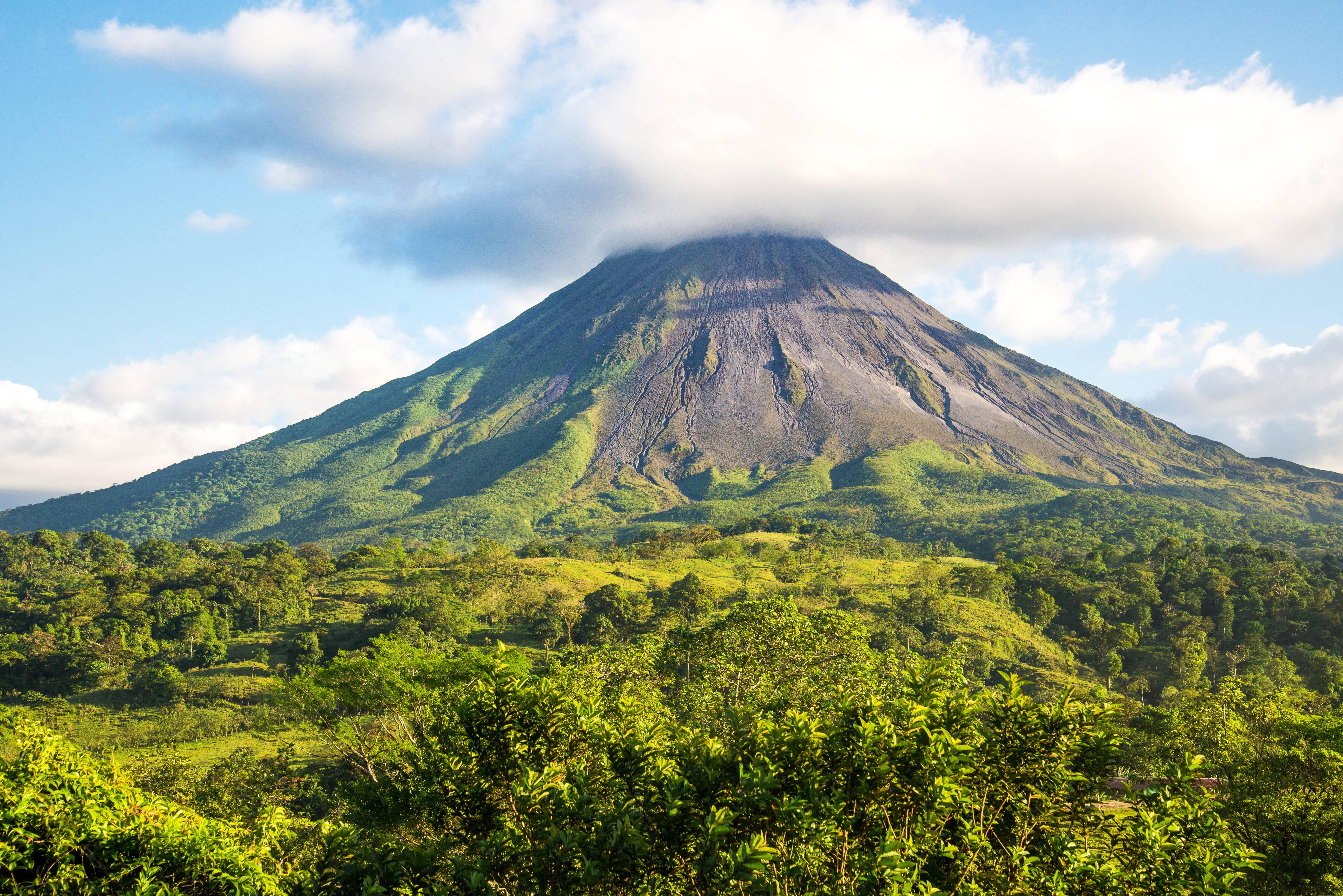 O vulcão Arenal é o mais popular destino do tipo na Costa Rica. Foto: shutterstock