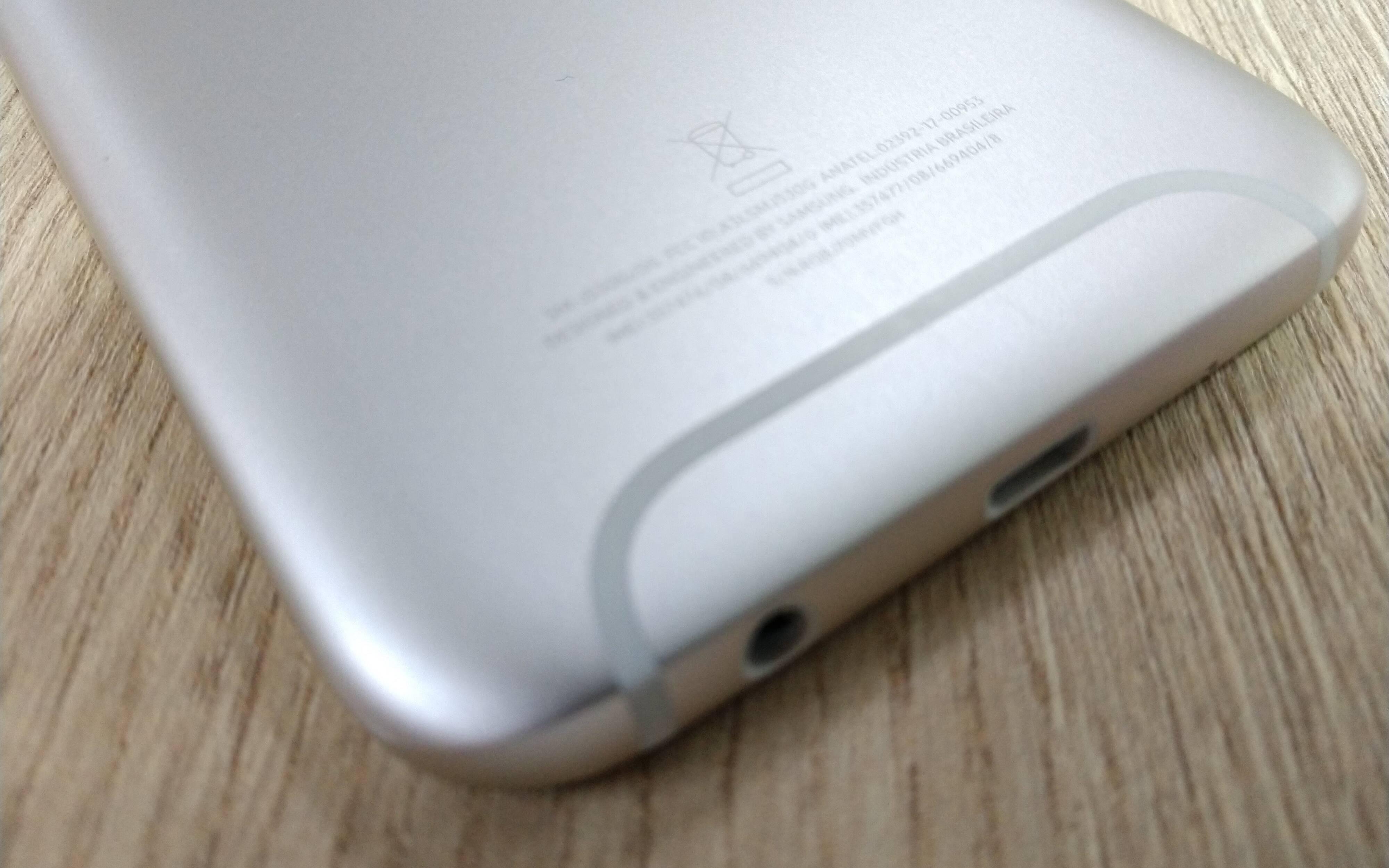 Galaxy J5 Pro tem 32 GB de armazenamento e até 256 GB com cartão microSD. Foto: Victor Hugo Silva/Brasil Econômico